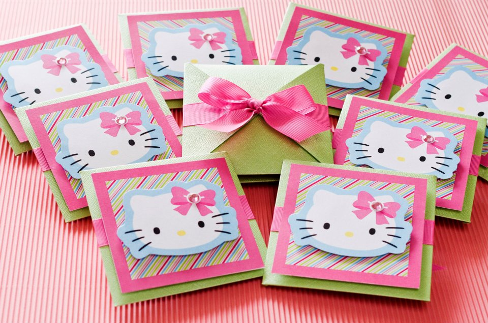 Invitaciones con tema de Hello Kitty